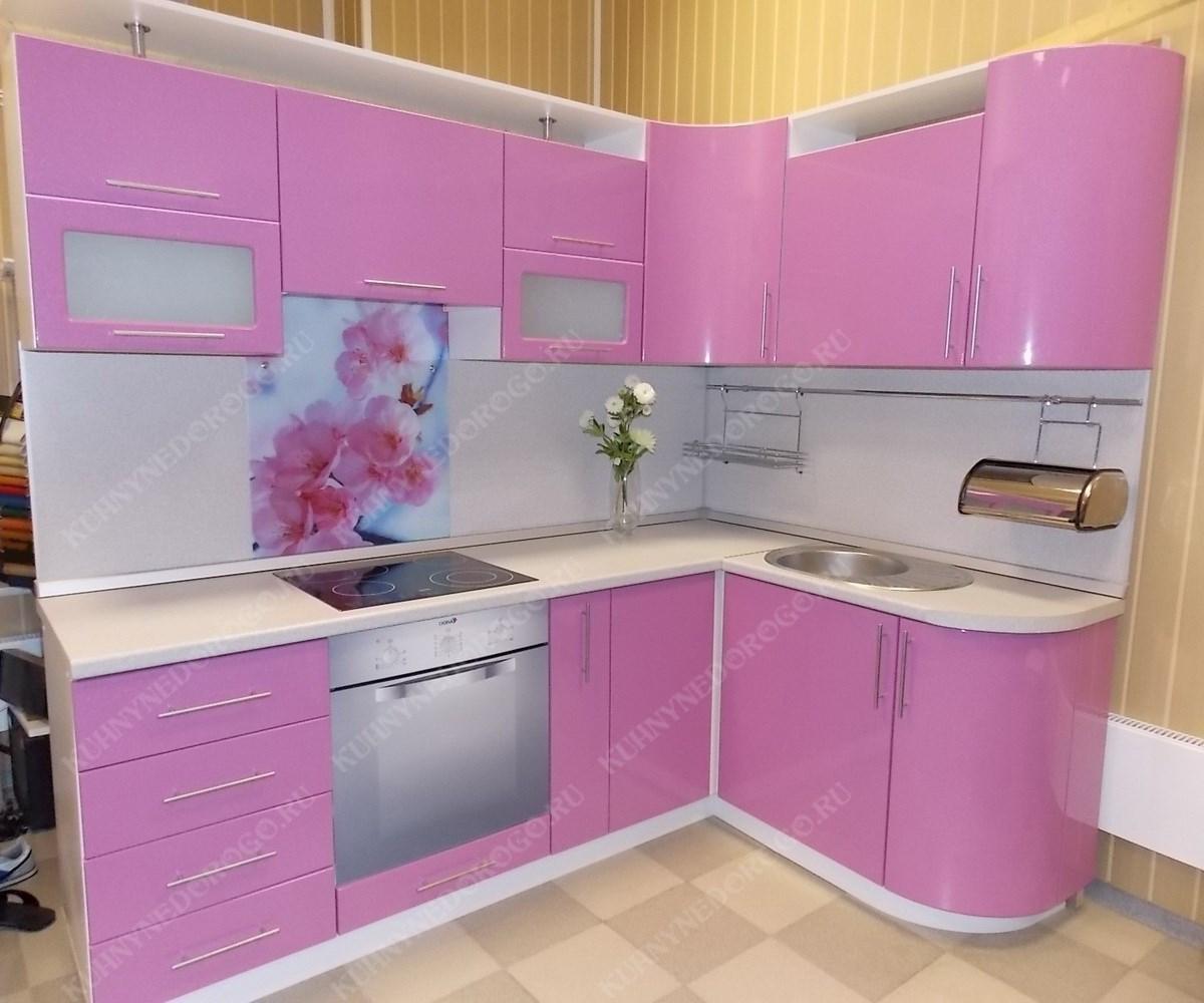 кухонный гарнитур розовый фото короткой
